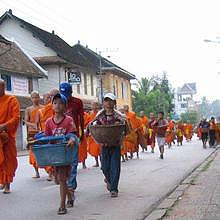 Morning Alms in Luang Prabang - Respect the tradition
