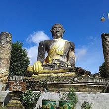 Buddha statue in the ruin of Muang Khun temple